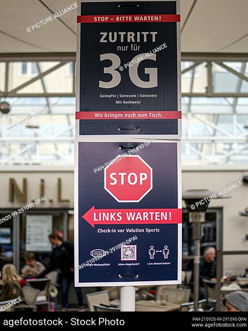 20 September 2021, Schleswig-Holstein, Kiel: A sign at a gastronomic establishment in the city centre of Kiel indicates that access is only permitted according...