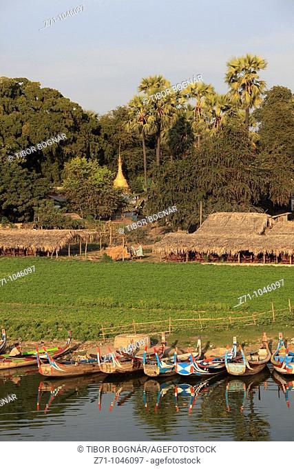 Myanmar, Burma, Amarapura, Taungthaman village