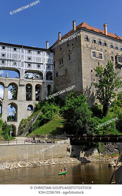 canoes on the Vltava at the foot of the Cesky Krumlov Castle, South Bohemia, Czech Republic, Europe