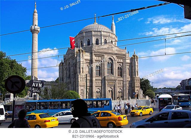 Mosque on the corner of Vatan Cad and Ordu Cad, Aksaray, Istanbul, Turkey