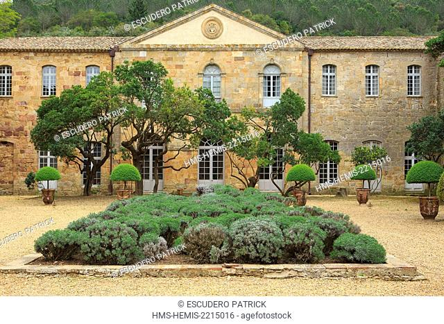 France, Aude, Narbonne, sainte Marie de Fontfroide cistercian abbey, the inside courtyard also called Louis the 14th courtyard