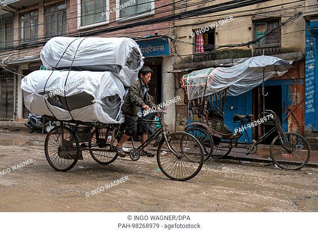 City scenes in the Nepali capital Kathmandu.   usage worldwide. - Kathmandu/Nepal