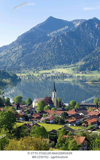 View across Schliersee lake and Schliersee village, Bavarian Alps, Upper Bavaria, Bavaria, Germany, Europe