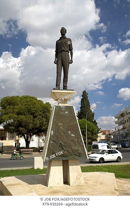 monument of michael parides eoka member parides square larnaca republic of cyprus