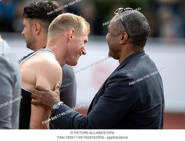 17 June 2018, Germany, Ratingen: Athletics: Mehrkampf-Meeting. Arthur Abele (L) of Germany is congratulated by DLV head coach Idriss Gonschinska after the...