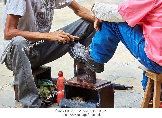Shoeshiner, Plaza Fernando Botero, Medellin, Antioquia, Colombia, South America