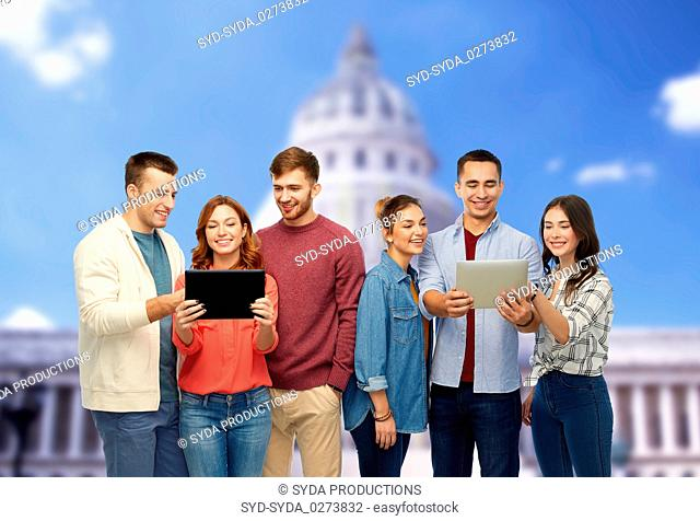 friends with tablet pc over capitol building