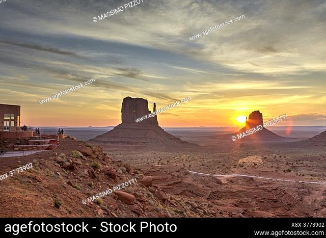 Sunrise over the Monument Valley from the Artist's point, Arizona, United States