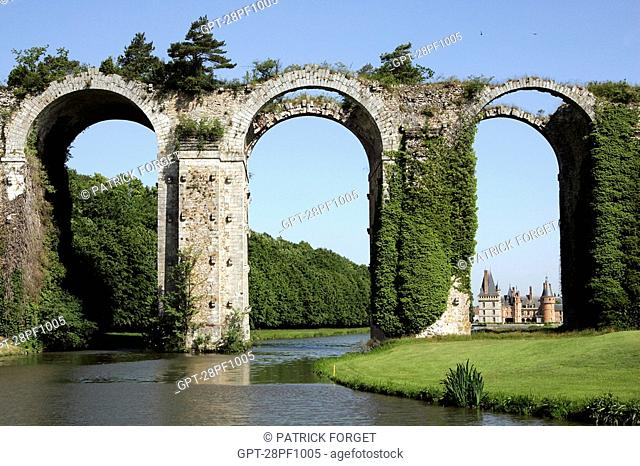 VIEW OF THE AQUEDUCT CONSTRUCTED IN 1683 BY VAUBAN AND LA HIRE IN FRONT OF THE CHATEAU DE MAINTENON, EURE-ET-LOIR, FRANCE