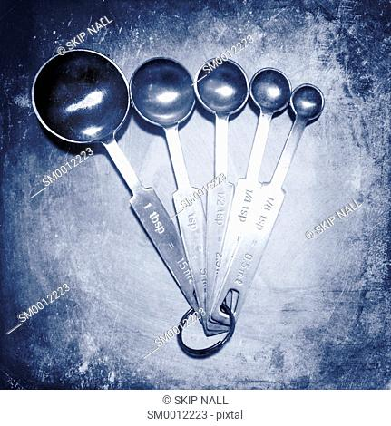 A set of measuring spoons