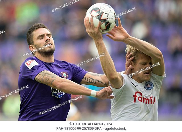 06 October 2018, Saxony, Aue: Soccer: 2nd Bundesliga, Erzgebirge Aue vs Holstein Kiel, 9th matchday, in the Sparkassen-Erzgebirg Stadium
