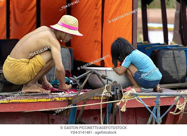 Waching clothes, floating village of Kompong Phluk, Siem reap Province, Kingdon of Cambodia. Kompong Phluk, is one of the more than 170 villages surrounding...
