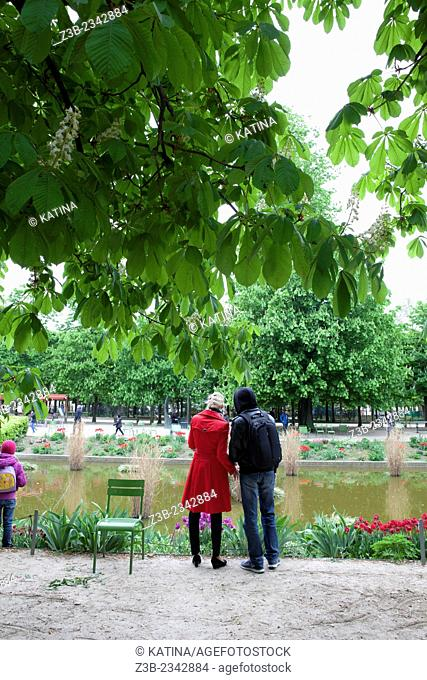 A couple in the Tuileries Gardens (Jardin des Tuileries) in spring, Paris, France, Europe