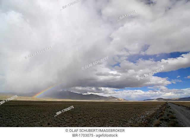 Rainbow over the Changtang high plateau, Lungkar mountains, Western Tibet, Ngari Province, Tibet, China, Asia