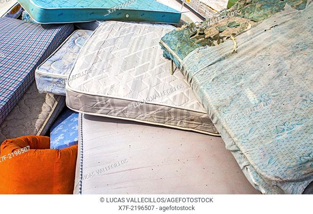 mattresses storage to recycle, recycling center