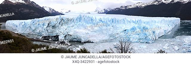 Panoramic of Perito Moreno