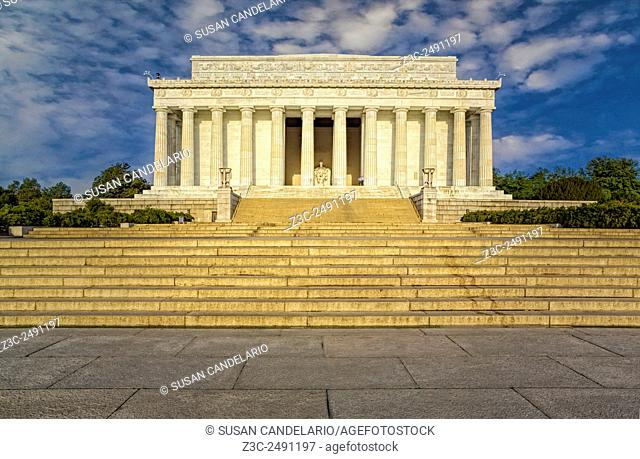 Abraham Lincoln Memorial - A view from north to south of the exterior of the Lincoln Memorial in Washington DC