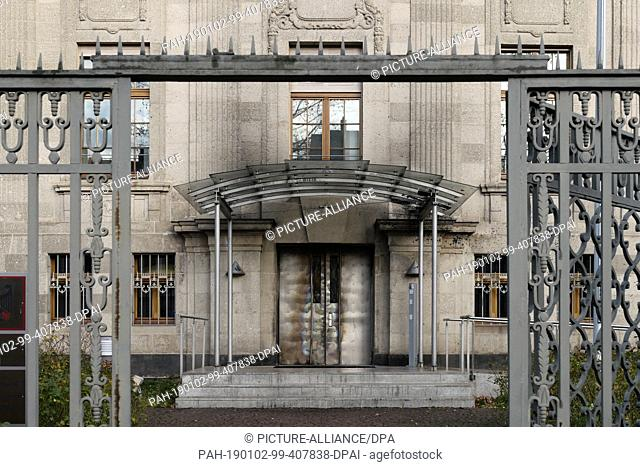 02 January 2019, Saxony, Leipzig: Traces of fire can be seen at the door of the building of the 5th Criminal Senate, a branch of the Federal Court of Justice...