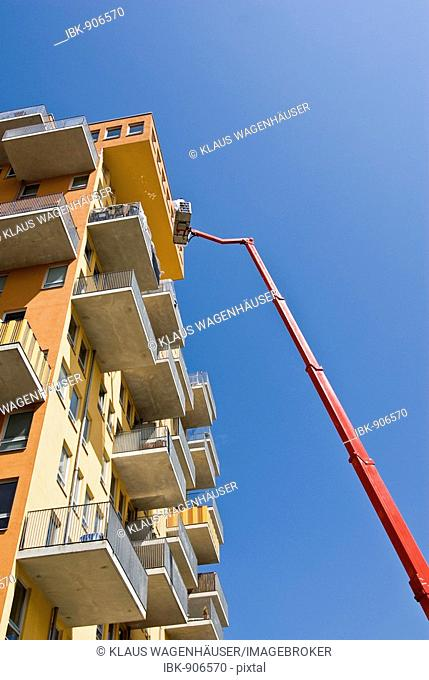 Hydraulic lifting platform in use at a contemporary residential building