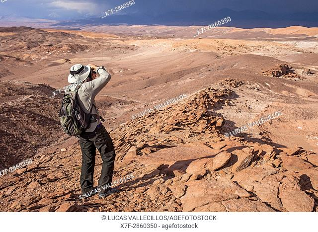 Shooting pictures near Quebrada del Diablo (Devil's gorge), Atacama desert, near San Pedro de Atacama, Antofagasta Region, Chile