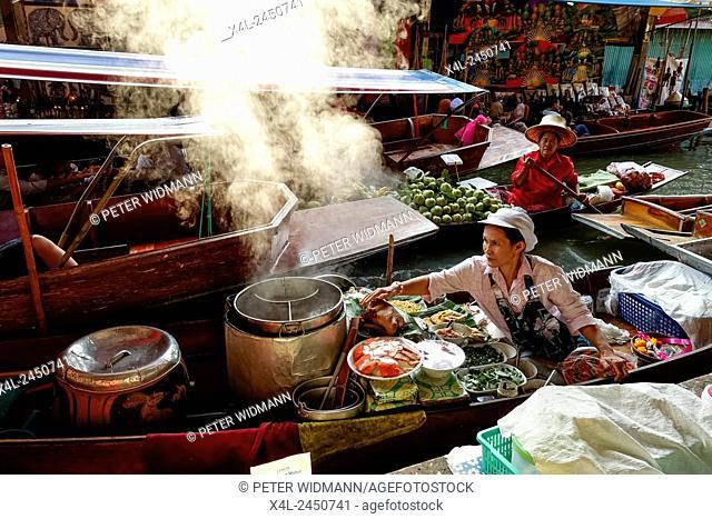 Tourist attraction, Floating Market in Damnoen Saduak, southwest of Bangkok, Thailand, Asia