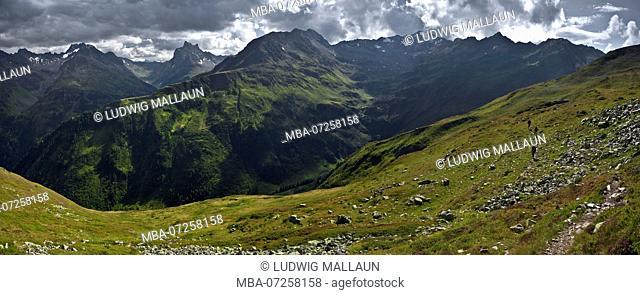 Austria, Tyrol, St Anton am Arlberg, Berggeistweg with Patteriol and Kaltenberg