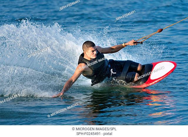Man kneeboarding