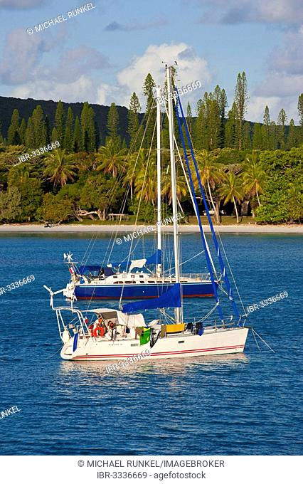 Sailing boats in the Bay de Kuto, Île des Pins, New Caledonia, France