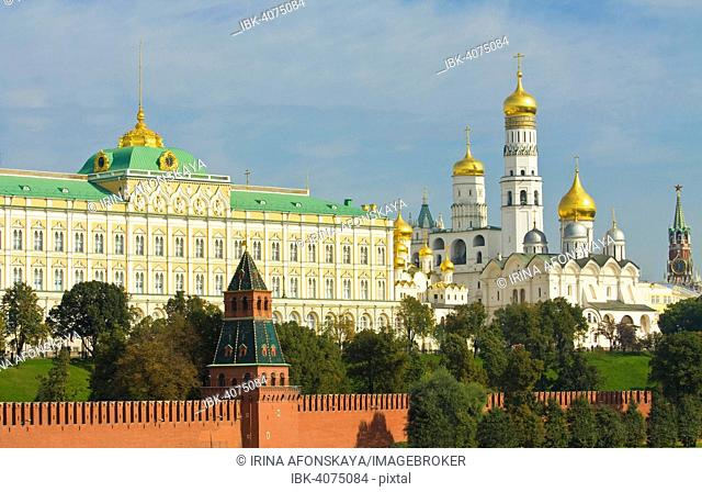 Grand Kremlin Palace, Archangel Cathedral and Ivan the Great bell tower inside Moscow Kremlin, Moscow, Russia