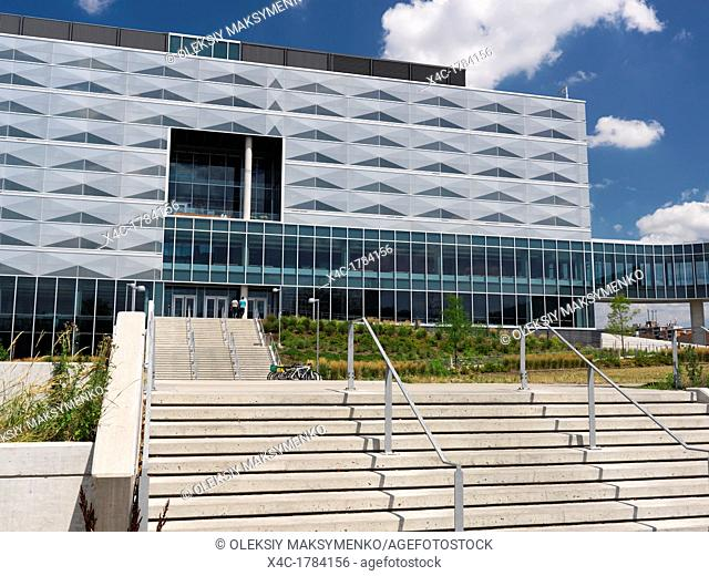 University of Waterloo Engineering 5 building Waterloo, Ontario, Canada