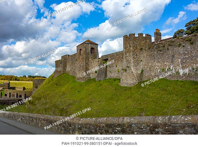15 August 2019, England, Dover: Dover Castle is one of the largest castles in England. Photo: Patrick Pleul/dpa-Zentralbild/ZB. - Dover/England
