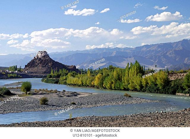 The monastery of Stakna is beautiful located in the Indus river bed Now in September the leafes of the trees are already beginning to change their colors