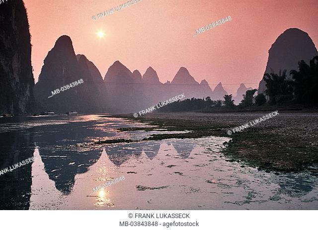 China, Guangxi, Xingping, Li Jiang, silhouette, mountains, sunset, back light, Asia, Eastern Asia, Karstkegelberge, Karstberge, mountains, rock-formations