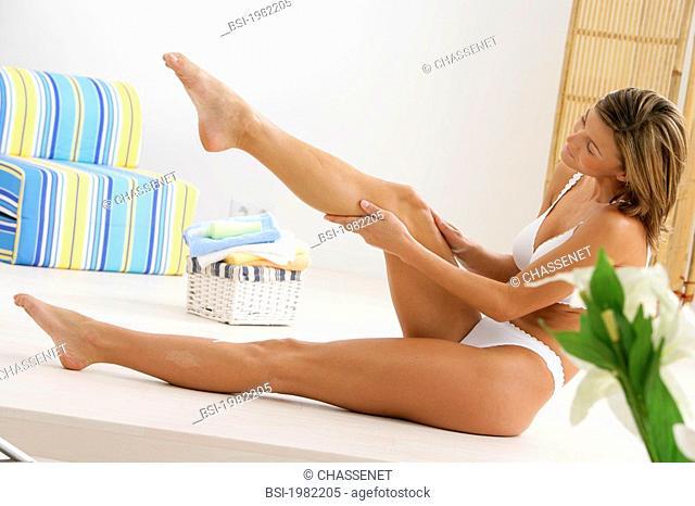 BODY CARE, WOMAN<BR>Model.<BR>Moisturizing milk or anti-cellulitis