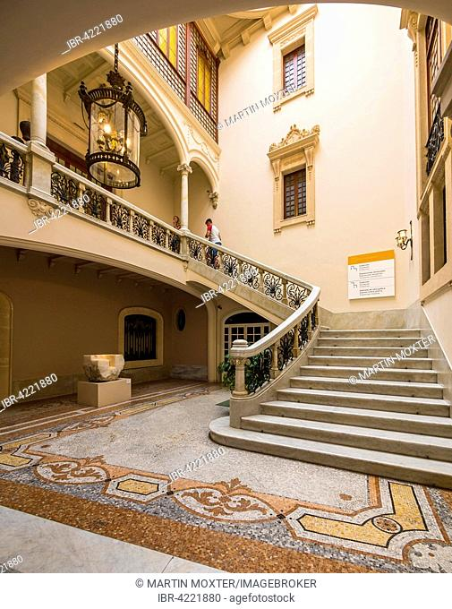 El Museu d'Art Espanyol Contemporani, Museum of Spanish Contemporary Art, staircase in the courtyard, inner courtyard, former city palace Can Gallard del Canyar
