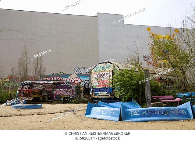 Backyard of the Kunsthaus Tacheles, house for art, Oranienburger Road, Berlin-Mitte, Germany, Europe