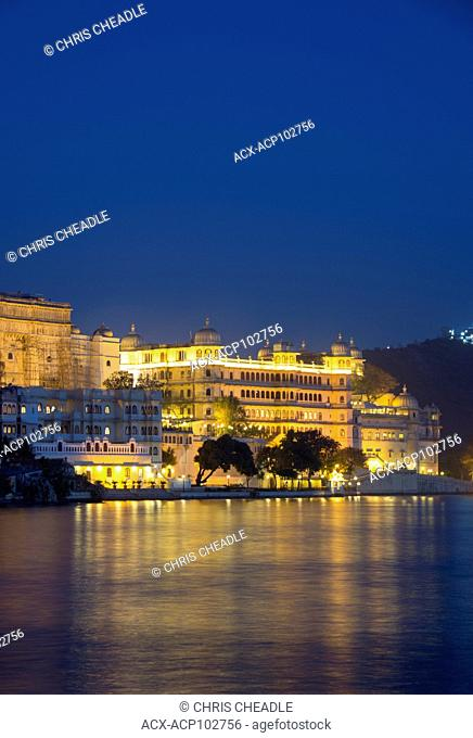 City Palace on Lake Pichola, Udaipur, Rajastan, India