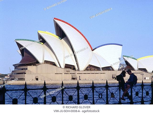 SYDNEY OPERA HOUSE, SYDNEY, AUSTRALIA, JOHN UTZON, EXTERIOR, SYDNEY OPERA HOUSE WITH OLYMPIC COLOURS