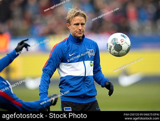 19 January 2020, Berlin: Football: Bundesliga, Hertha BSC - FC Bayern Munich, 18th matchday in the Olympic Stadium. Per Skjelbred from Hertha BSC