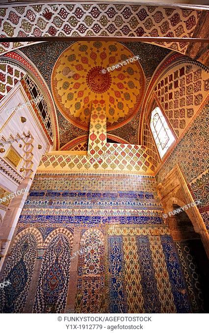 Iznik arabesque tiles in the Topkapi Palace, Istanbul, Turkey