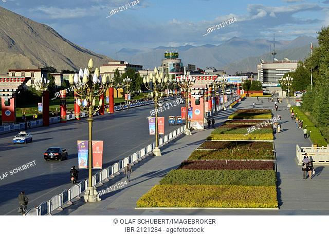 Road from the Potala Palace, winter palace of the Dalai Llama, towards the remaining Tibetan town and post office in Lhasa, Tibet, China, Asia