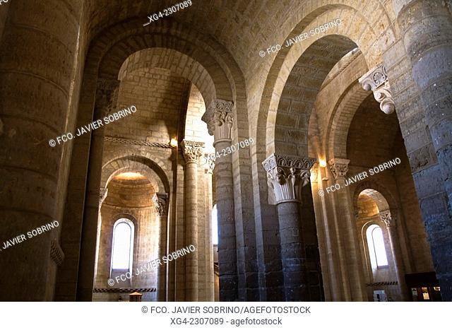Interior de la iglesia románica de San Martín – Frómista – Palencia – Camino de Santiago – Castilla León - España - Europa