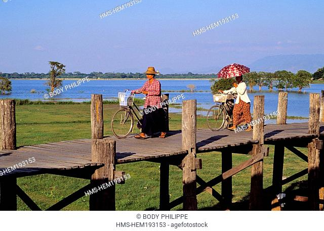 Myanmar Burma, Mandalay Division, Amarapura old city, U Bein Bridge