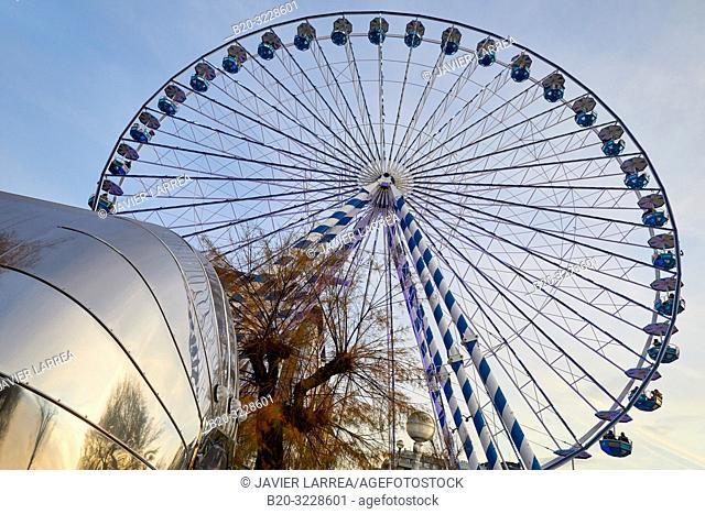 Christmas Ferris Wheel, Paseo de La Concha, Alderdi Eder park, Donostia, San Sebastian, Gipuzkoa, Basque Country, Spain, Europe