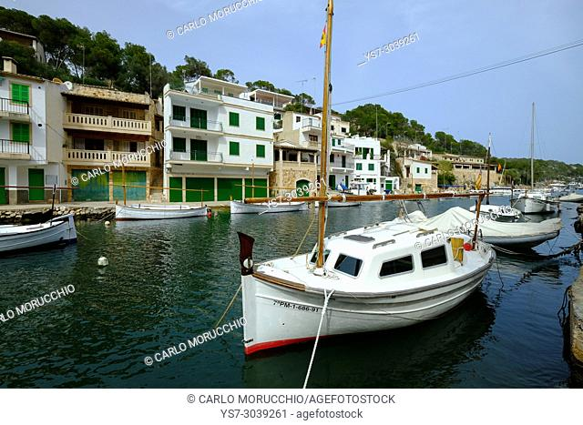 Traditional waterfront houses at Cala Figuera, Santanyí, Majorca, Balearic Islands, Spain