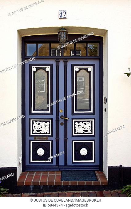 Old decorative wooden front door in Arnis an der Schlei, Bad Arnis, Schleswig-Holstein, Germany, Europe