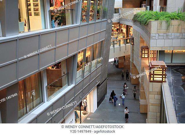 Interior of shopping mall complex, Mori Centre, Roppongi Hills, Tokyo, Japan, Asia