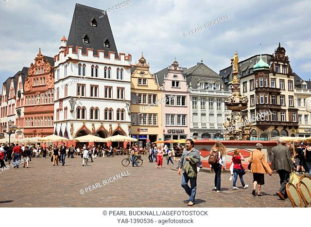 Hauptmarkt Market Place, Trier, Rhineland-Palatinate, Germany, Europe  Old buildings aound the historic main square in the oldest German city