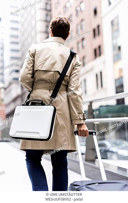 USA, New York City, businesswoman on the go in Manhattan