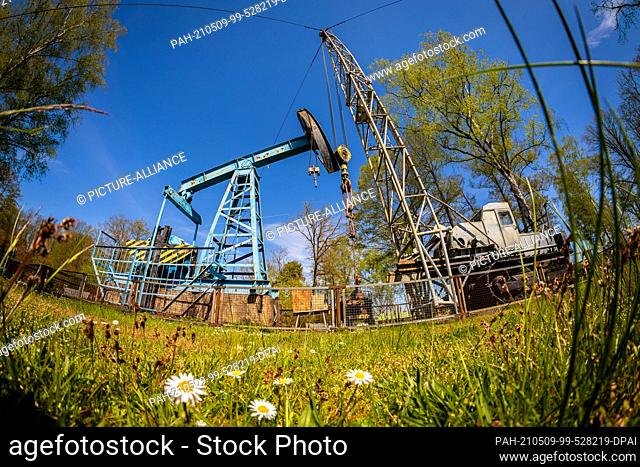 09 May 2021, Lower Saxony, Wietze: Reclaiming and measuring winches on the outdoor area of the German Petroleum Museum Wietze in the district of Celle (photo...